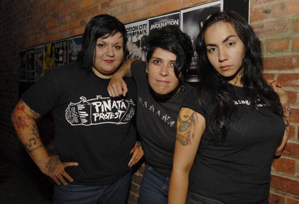 3 Personel Grup Band Girl a Coma